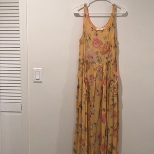 VINTAGE yellow floral dress with POCKETS. M/L